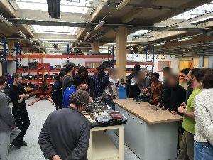 Travail coopératif entre les artisites et les élèves